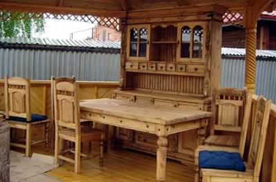 Комплект мебели из дерева изготовлен своими руками