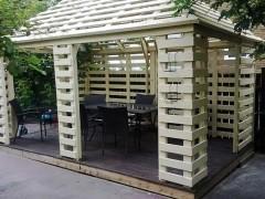 Строим беседку из деревянных поддонов