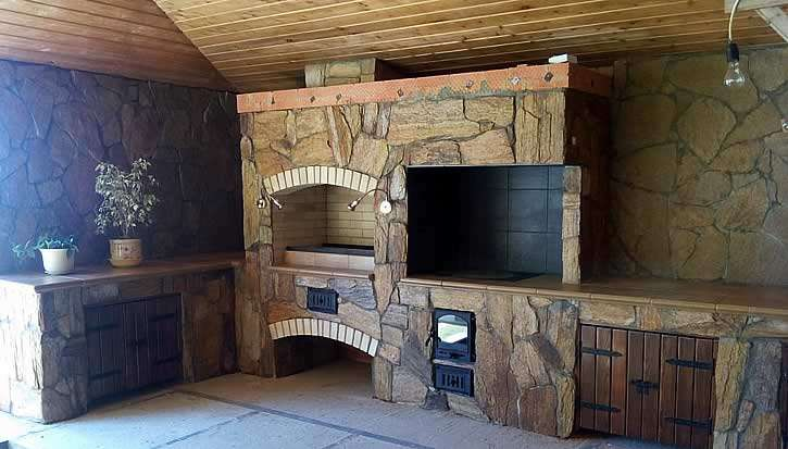 Кухня в беседке выполненная из камня