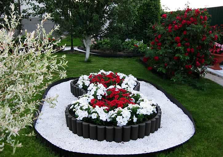 Клумбы с цветами на дачном участке