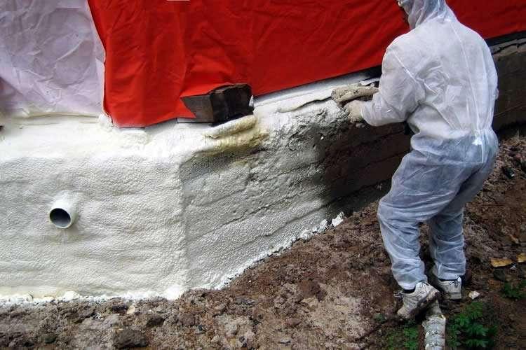 Обработка цоколя дома теплозащитным средством