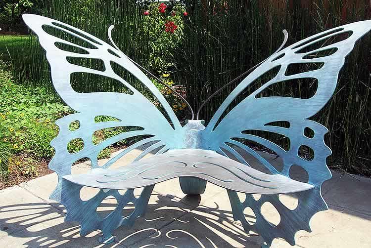 Лавка в виде бабочки