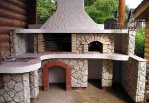 Мангал из природного камня — украшение дачного участка