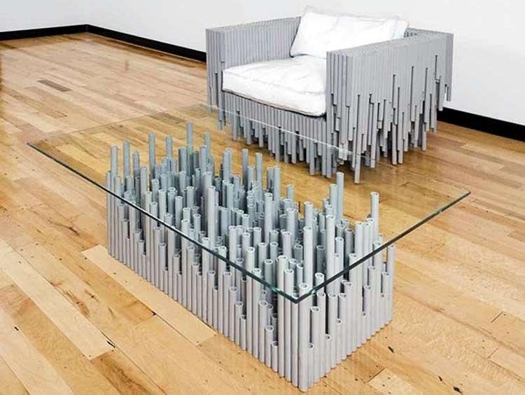 Стол и кресло из платиковых труб