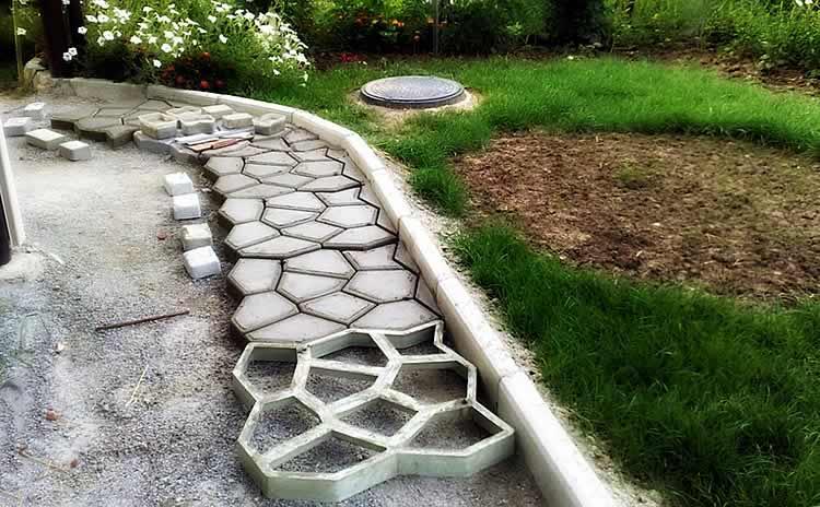 Дорожка садовая своими руками с помощью формы