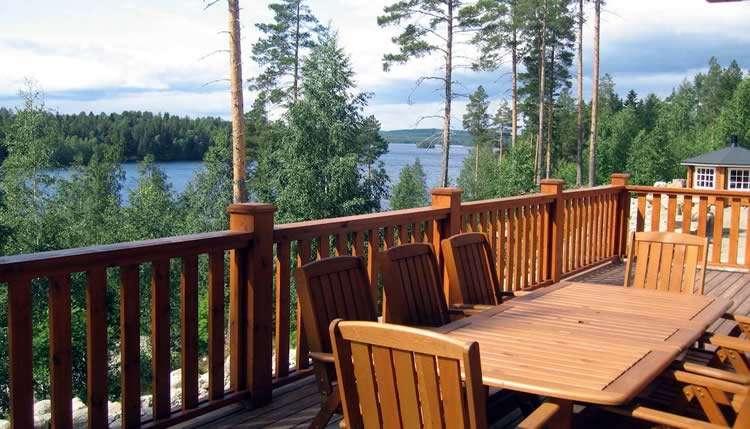Вид на озеро с террасы