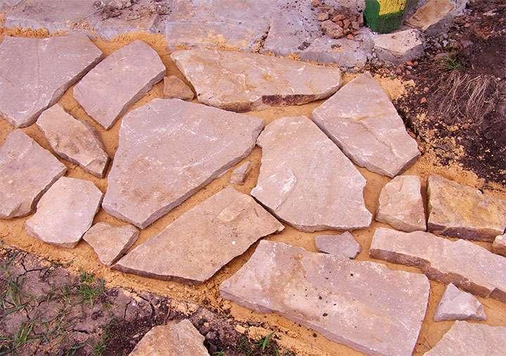 Формирование дорожки из камня