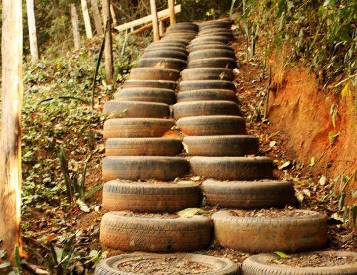 Лестница из старых шин