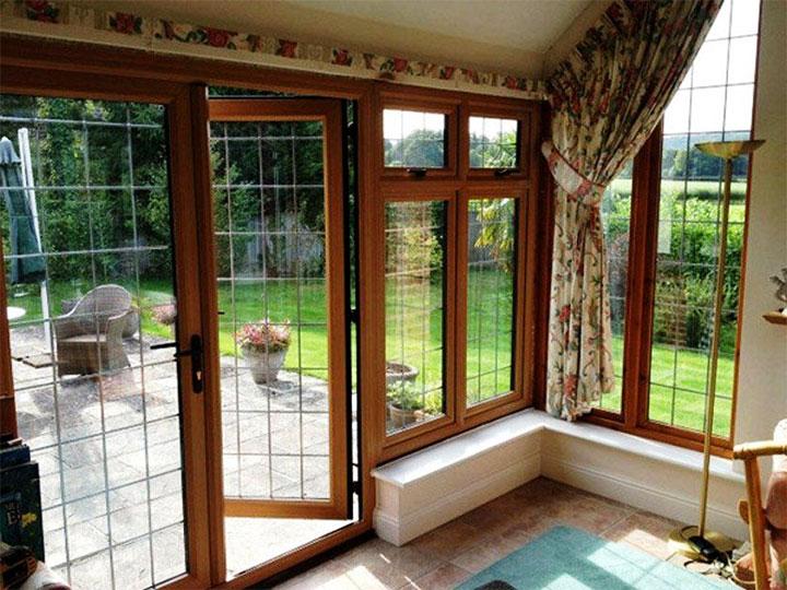 Остекление веранды окнами с деревянными рамами