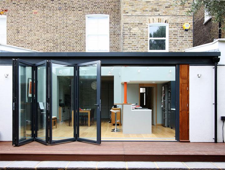 Раздвижные двери-гармошка для летней кухни