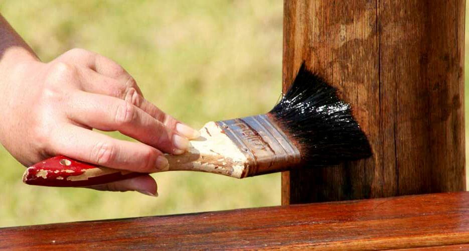 Процесс осмаливания древесины