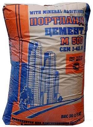 Для приготовления цементного раствора заготовили песок для первого замеса взяли бетон в струнино