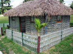 Сооружение беседки из пластиковых бутылок