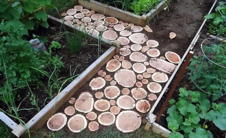 Садовая тропинка из дерева