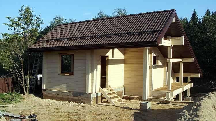 Домик с разноскатной крышей