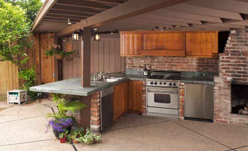Функциональная летняя кухня
