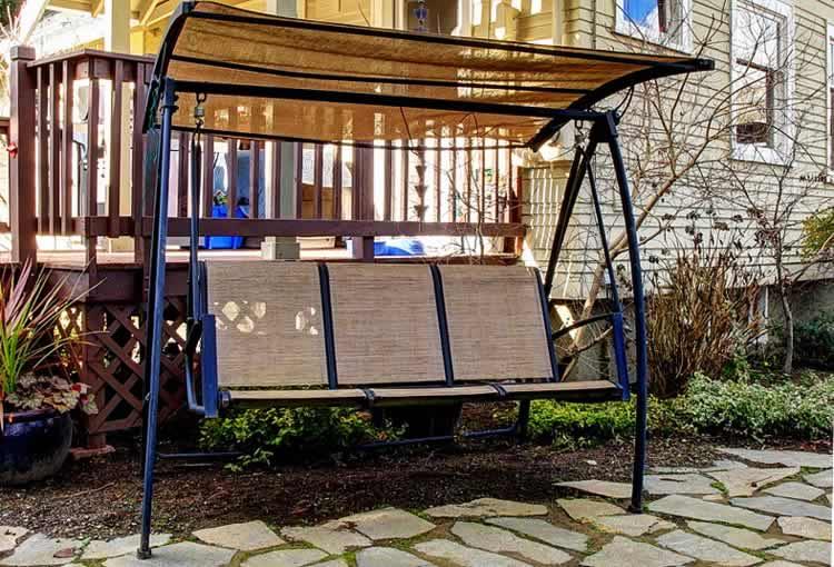 Способы изготовления металлических садовых качелей