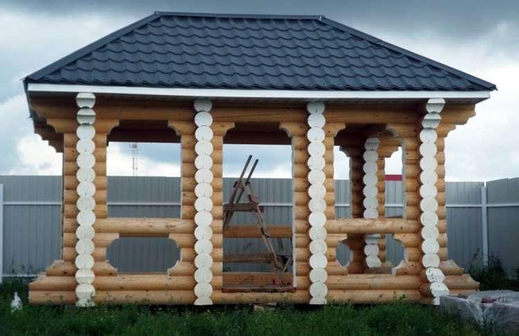 Открытая бревенчатая конструкция