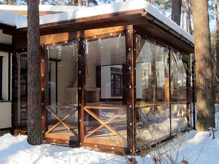Прозрачные шторы на террасе