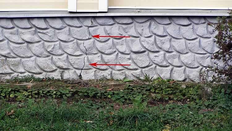 Трещина в основании дома
