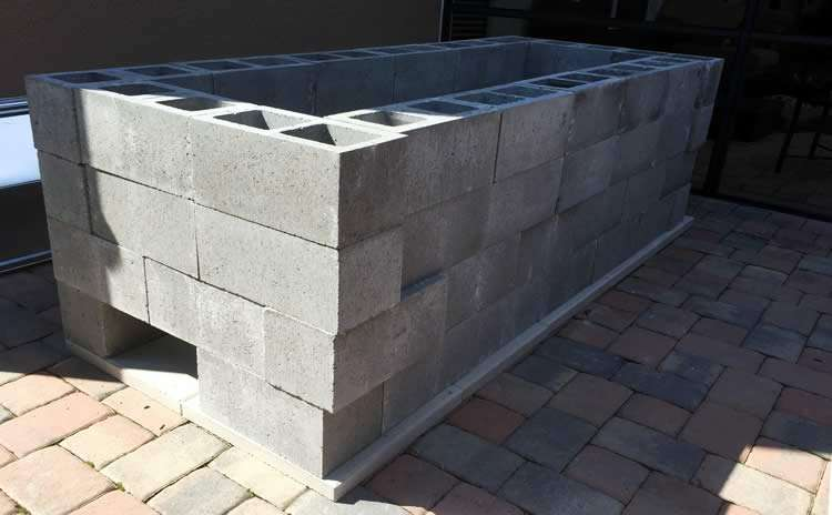 Барбекю из бетонных блоков
