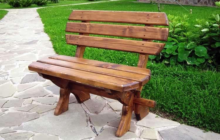 Садовая скамья из деревянной доски
