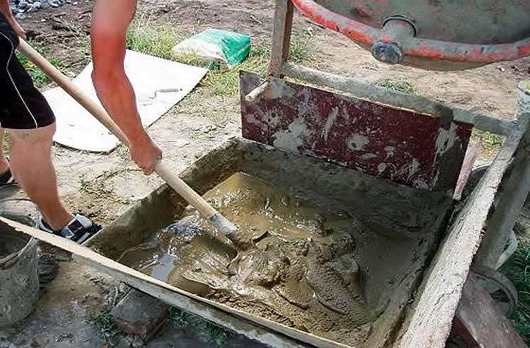 Замес цементного раствора