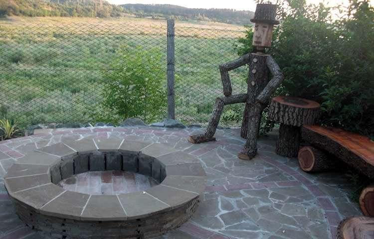 Место для костра и отдыха на даче