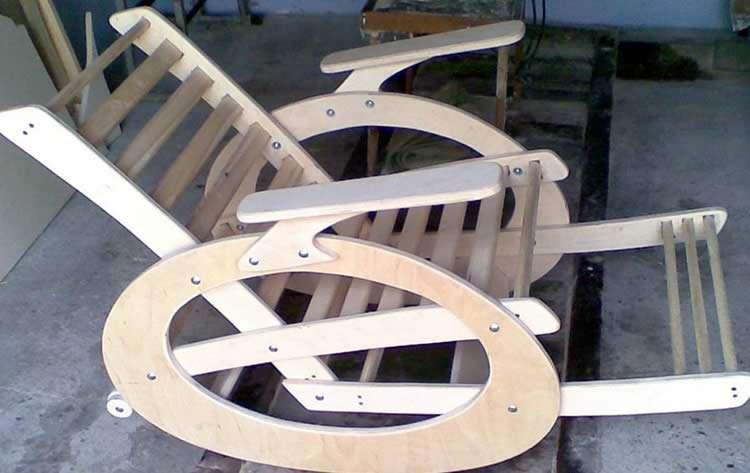 Кресло качалка из доски и фанеры