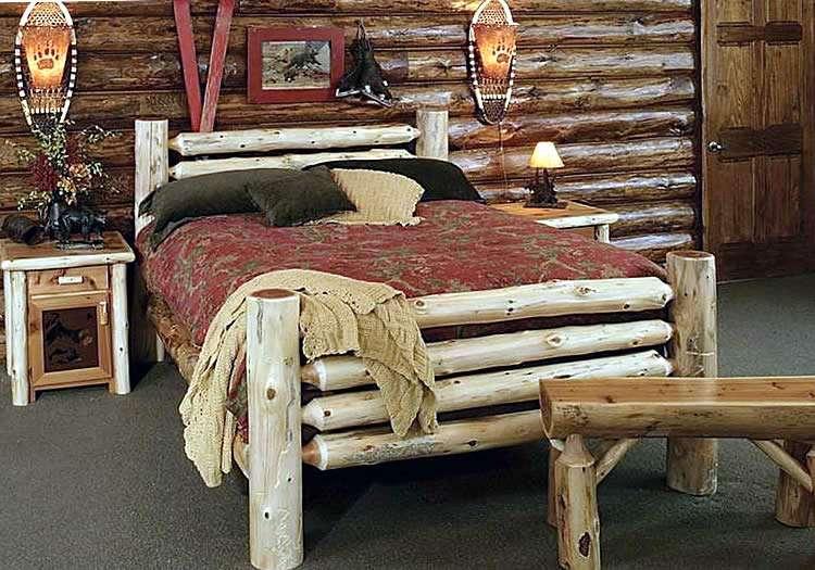 Кровать из неошкуренного дерева