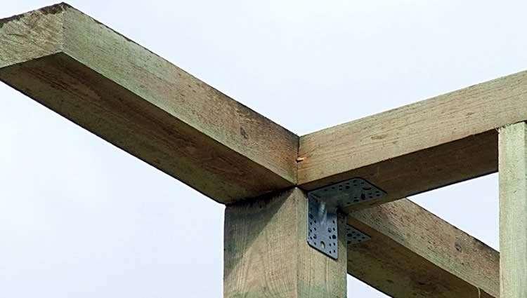 Крепление верхней обвязки к стойке