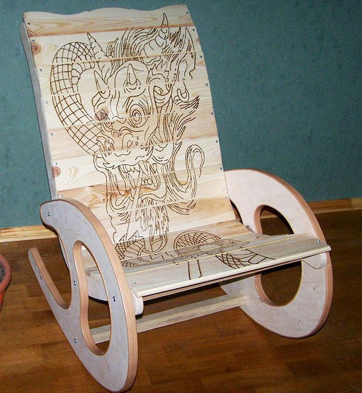Кресло из дерева с пирографией