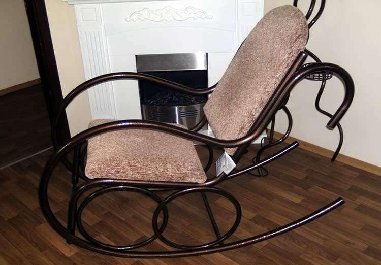 Кресло у камина