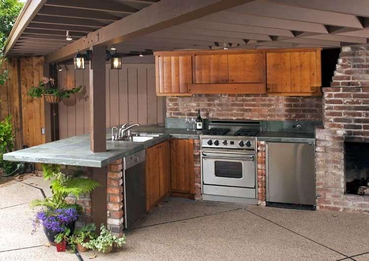 Газовая плита на летней кухне