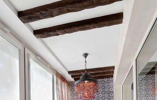 Украшение потолка на террасе