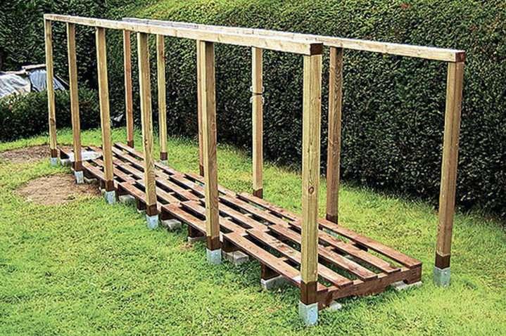 Простая деревянная дровница