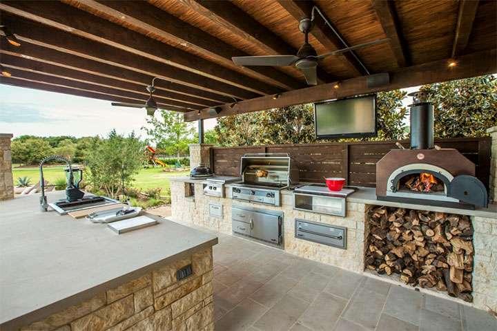 Дизайн интерьера открытой летней кухни