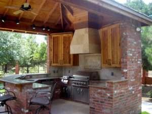 Небольшая кухня из кирпича