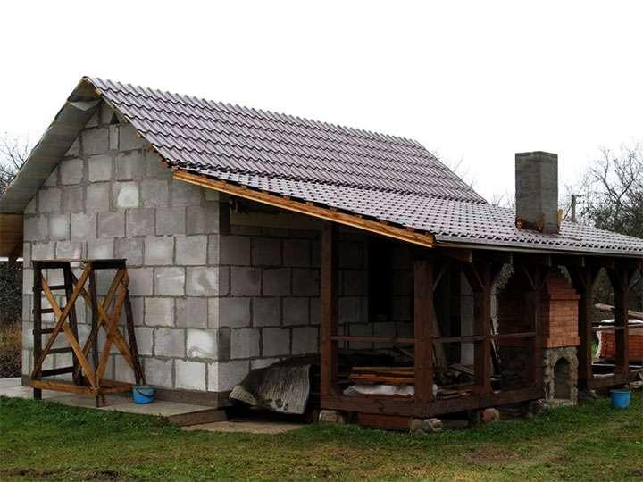 Дачный домик с навесом