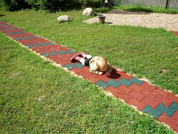 Дорожка из фасонной плитки