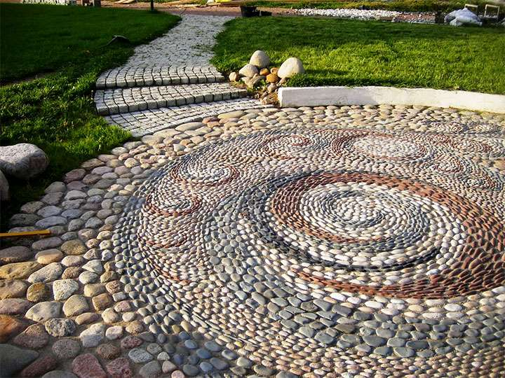 Круглая площадка мощенная камнем