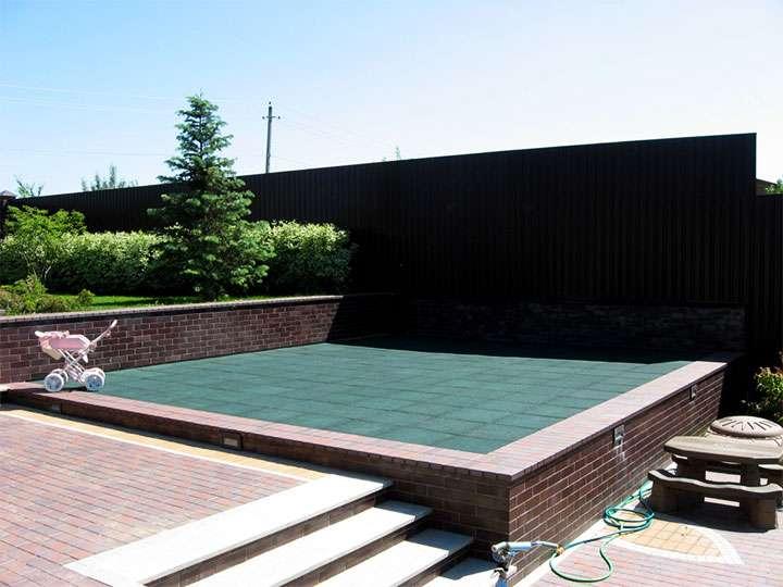 Площадка уложенная резиновой плиткой