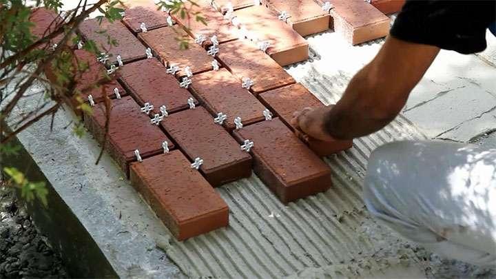 Использование крестиков для одинаковой ширины швов