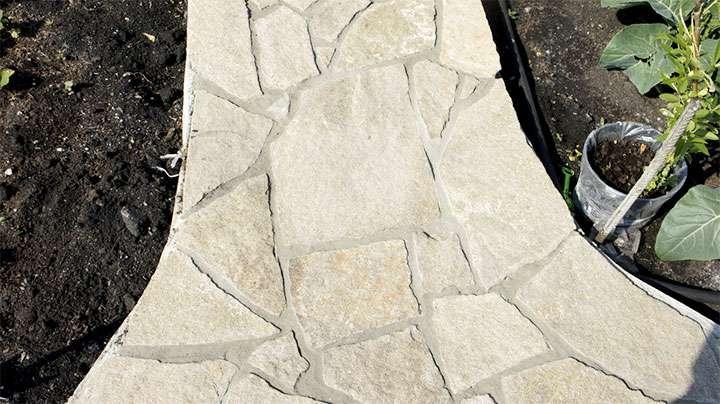 Мощение плитняка на бетон