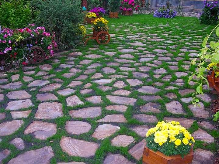 Площадка в саду