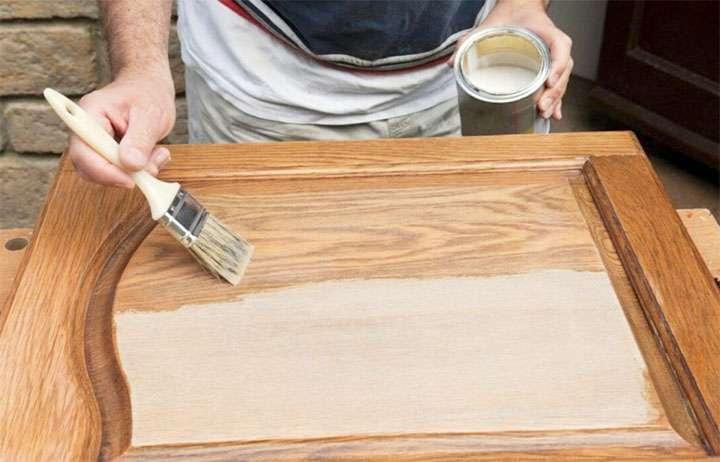 Покрытие лаком деревянного изделия