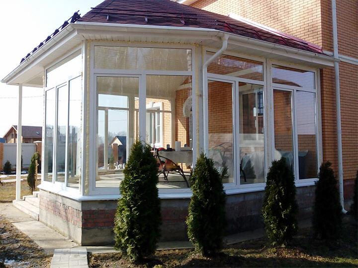 Остекление веранды двустворчатыми окнами