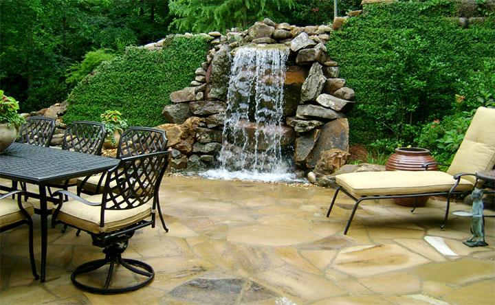 Декоративный водопад на приусадебном участке