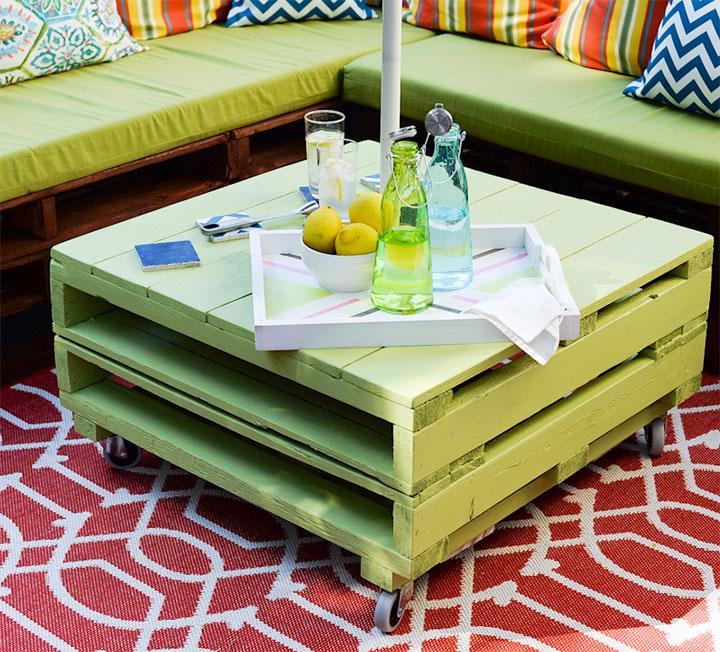 Уличный столик из палет