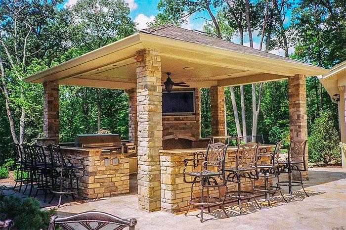Летняя кухня из камня